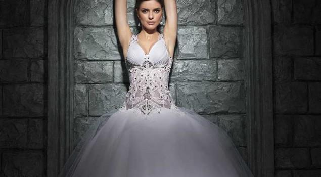 Яркая коллекция платьев уже в продаже