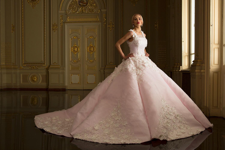 5bb48bf42cd5bf Рожевий колір дає безліч варіантів для оформлення вашого весілля. Будь-яке  поєднання даного кольору з теплими відтінками аксесуарів і ніжним макіяжем  чудово ...